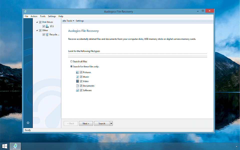 Screenshot of Auslogics File Recovery software running on Windows 10.